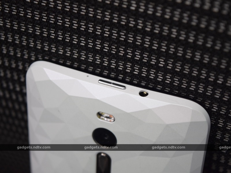 asus_zenfone2_deluxe_backtop_ndtv.jpg - Asus ZenFone 2 Deluxe Review