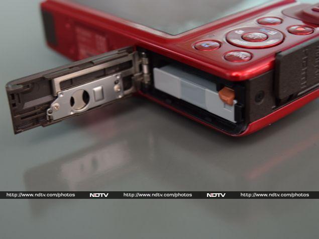 canon_powershot_sx600hs_battery_flap_ndtv.jpg - PowerShot SX600 HS