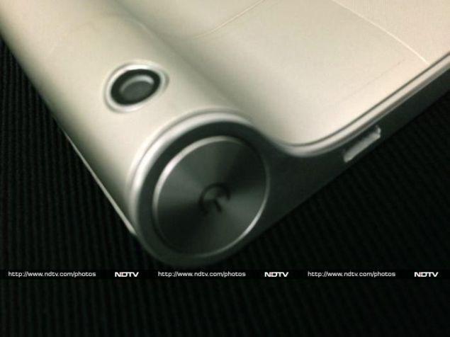 Lenovo_Yoga_Tablet_8_camera_ndtv.jpg