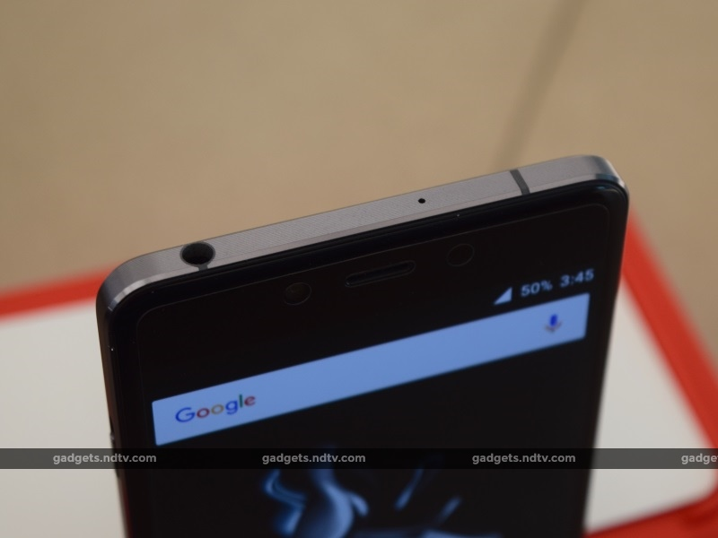 oneplus_x_top2_ndtv.jpg - OnePlus X Review