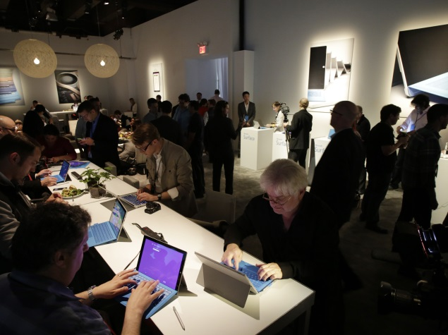 people_using_microsoft_surface_pro_3_at_launch_ap.jpg - Surface Pro 3